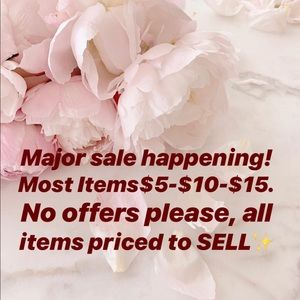 🛍⬅️Look for the sign!! EVERYTHING GTG.. 🛍🛍